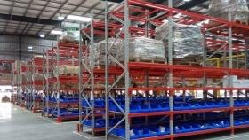 三种常见的仓储货架系统该怎么配置托盘